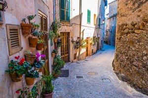 Small and winding streets in Valldemossa